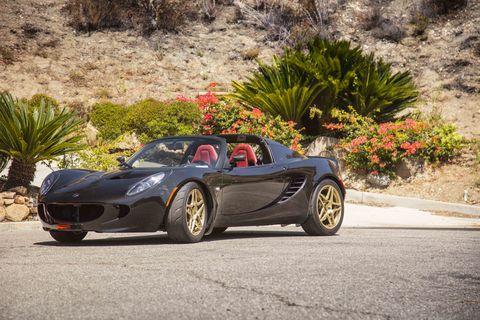 The InoKinetic Lotus Elise has triple-adjustable Racetech suspension.