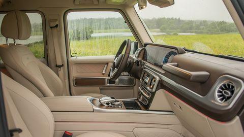 Land vehicle, Vehicle, Car, Luxury vehicle, Range rover, Car seat, Family car, Sport utility vehicle,