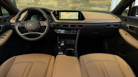 Land vehicle, Vehicle, Car, Center console, Steering wheel, Motor vehicle, Personal luxury car, Luxury vehicle, Audi, Family car,