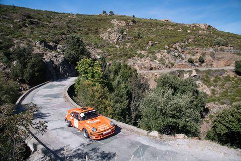 Andre Caruso drives the 911 while Cedric Santini navigates