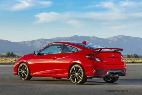 Take a close look at the rearthree-quarters of the 2020 Honda Civic Si. This one is the coupe.