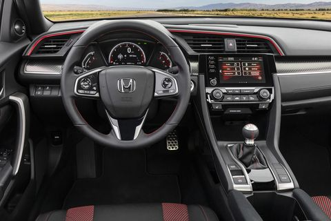 This view of the 2020 Honda Civic Si interior is quite close to 2017