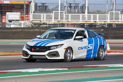 The wheels are not black on theHonda Civic Si TCArace car
