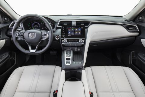 The 2019 Honda Insight is well laid out. And look, a volume knob!