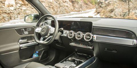 The2020 Mercedes-Benz GLB 250 features an optional single-paneMBUX wide screen.