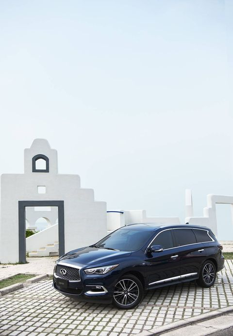 The 2019 Infiniti QX60 only comes with a 3.5-liter V6 and a CVT.
