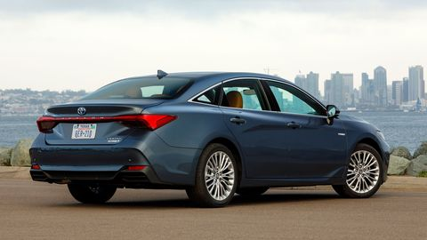 The 2019 Toyota Avalon Hybrid comes with a 2.5-liter Atkinson I4 making 156 hp.