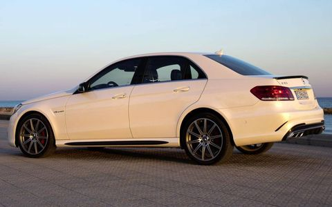 The rear fenders of the Mercedes-Benz E63 AMG S-model 4Matic have been reshaped.