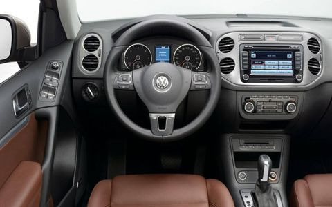 The instrument panel of the restyled Volkswagen Tiguan.