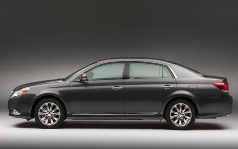 2011 Toyota Avalon will enjoy a light update, highlighted by freshened exterior and interior designs