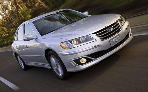 Tire, Wheel, Automotive mirror, Mode of transport, Automotive design, Daytime, Vehicle, Automotive tire, Transport, Automotive lighting,