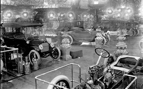 In 1914, the Coliseum was decorated to resemble palaces of Louis XIV. A total of 500 vehicles from 75 gasoline and 10 electric manufacturers were displayed
