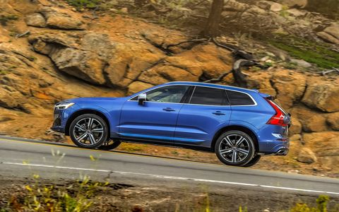The 2018 Volvo XC60 T6 has 2.0-liter I4 that is supercharged and turbocharged to produce 316 hp and 295 lb-ft of torque.