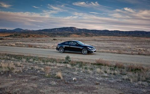 Land vehicle, Car, Alloy wheel, Rim, Mountain range, Luxury vehicle, Mid-size car, Personal luxury car, Vehicle door, Full-size car,