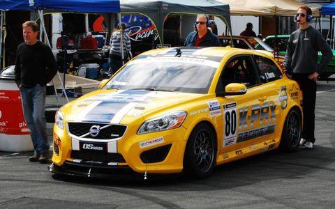 Vehicle, Car, Full-size car, Performance car, Tent, Mid-size car, Sports car, Touring car racing, Race car, Race track,