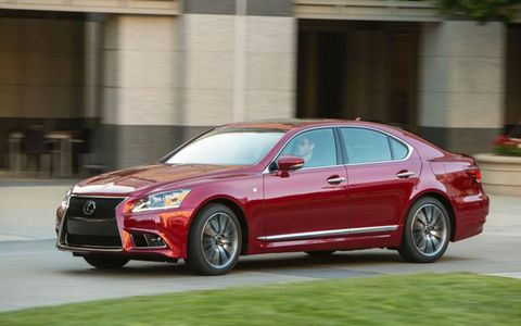 The 4.6-liter V8 makes 360 hp and 347 lb-ft of torque while returning a combined 18 mpg.