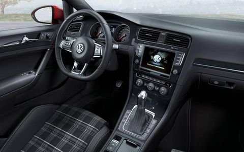 A view of the instrument panel of the Volkswagen Golf GTD.