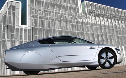 A side view of the Volkswagen XL1 with the doors closed.