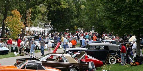 Tire, Wheel, Vehicle, Land vehicle, Car, Classic car, Alloy wheel, Classic, Antique car, Personal luxury car,