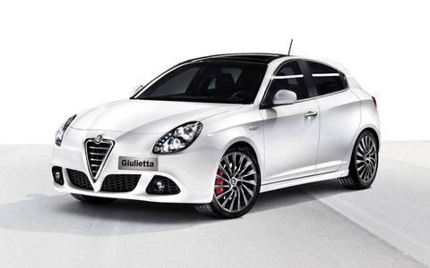 Motor vehicle, Tire, Wheel, Mode of transport, Automotive design, Automotive mirror, Vehicle, Automotive tire, Car, Rim,