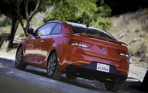 The exterior is sleek in design, offering a sporty aspect with the addition of a rear spoiler on the 2013 Kia Forte Koup SX.