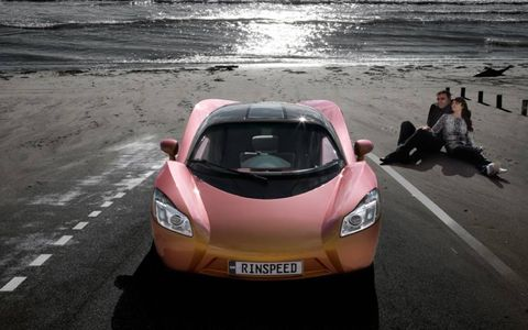 Here is a ichange on the coast with a random couple.Rinspeed will continue its tradition of producing weird and wacky cars for Geneva Motor Show in 2009 with the introduction of the iChange concept. As has become de rigueur these last few years for just about any concept, the iChange is electric, in this case powered by a 130 kilowatt (about 175 horsepower) electric motor, but that's not what makes the iChange unique.