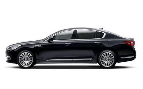 Tire, Wheel, Automotive design, Vehicle, Alloy wheel, Rim, Spoke, Car, Full-size car, Mid-size car,