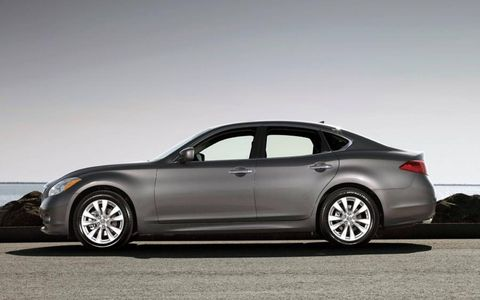 Power is sent to all of the 2013 Infiniti M56x's four wheels through a seven-speed automatic transmission.
