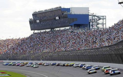 Race track, Sport venue, Vehicle, Land vehicle, Motorsport, Automotive tire, Car, Racing, Auto racing, Race car,