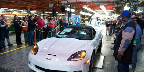 Bowling Green workers gather to see the last C6 Chevrolet Corvette. Production of the C7 Stingray starts in a few weeks.