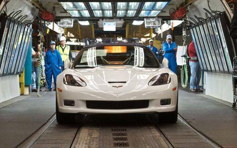 The last C6 Corvette heads down the final inspection area.