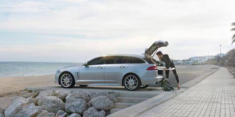 Tire, Wheel, Automotive tire, Alloy wheel, Automotive design, Rim, Spoke, Car, Automotive wheel system, Fender,
