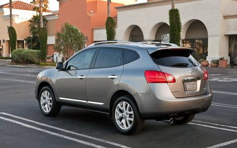 Fuel economy for the 2013 Nissan Rogue SV is 22 mpg in the city and 27 mpg on the highway.