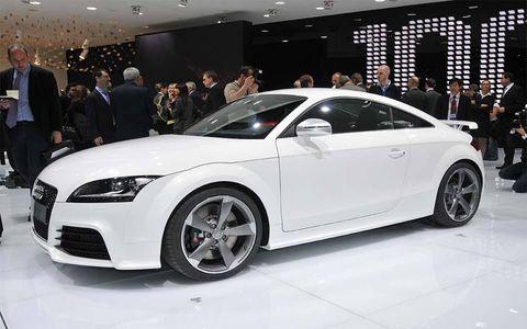 Tire, Wheel, Automotive design, Vehicle, Event, Car, Alloy wheel, Personal luxury car, Fender, Rim,
