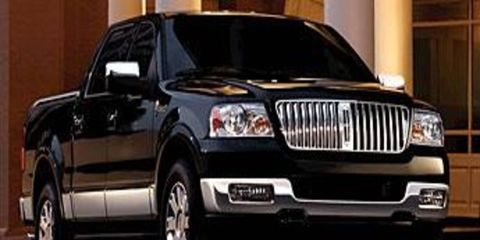 Motor vehicle, Tire, Mode of transport, Product, Automotive mirror, Automotive design, Vehicle, Transport, Automotive exterior, Car,