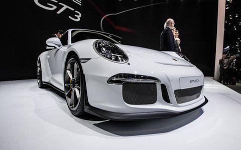 Automotive design, Vehicle, Car, Performance car, Personal luxury car, Fender, Sports car, Luxury vehicle, Alloy wheel, Supercar,