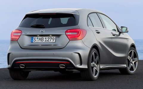 The five-door hatchback, set for European sale in September but not planned for the U.S. lineup, forgoes the tall one-box stature of its predecessor for a considerably lower two-box stature that gives it a more conventional silhouette.