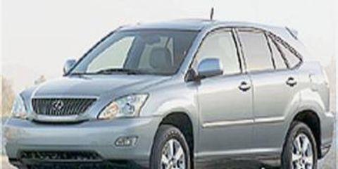 Tire, Wheel, Motor vehicle, Mode of transport, Automotive tire, Transport, Vehicle, Daytime, Automotive mirror, Glass,