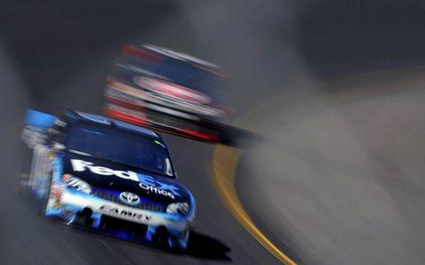 2012 NASCAR Phoenix: Denny Hamlin leads Kevin Harvick.
