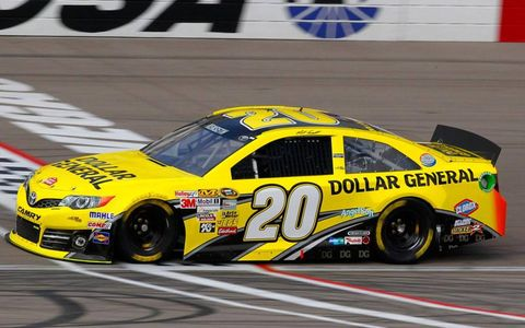 Matt Kenseth held off a hard-charging Kasey Kahne to win in Las Vegas on Sunday.