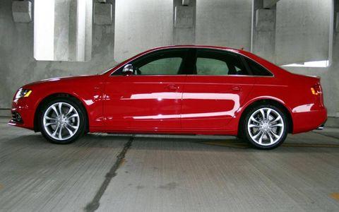 Tire, Wheel, Automotive design, Vehicle, Alloy wheel, Land vehicle, Rim, Car, Spoke, Automotive wheel system,