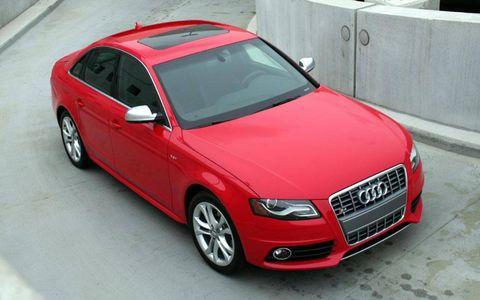 Tire, Wheel, Automotive design, Vehicle, Land vehicle, Automotive mirror, Grille, Car, Automotive tire, Hood,
