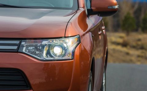 Projector lenses reveal the HID headlights on the 2014 Mitsubishi Outlander.