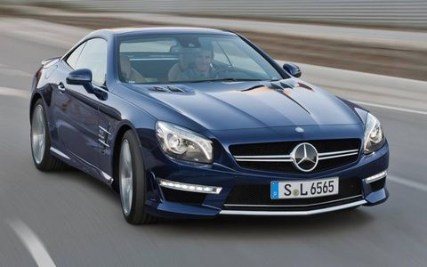Wheel, Mode of transport, Automotive design, Vehicle, Land vehicle, Hood, Car, Grille, Mercedes-benz, Rim,