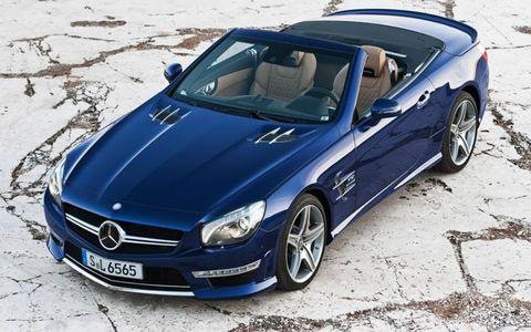 Tire, Wheel, Mode of transport, Automotive design, Vehicle, Hood, Alloy wheel, Rim, Automotive tire, Car,