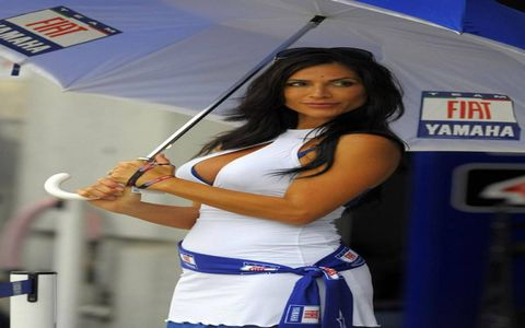 As the spring rolls in on Friday, we're celebrating the sunny (and rainy) season approaching with Grid Girls with umbrellas!