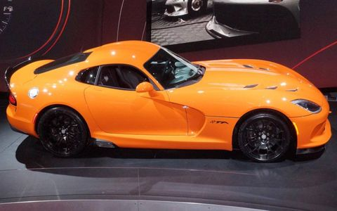 The first 33 copies of the 2014 SRT Viper TA will be painted orange.