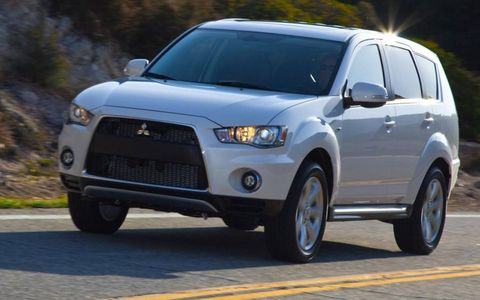 A front view of the 2012 Mitsubishi Outlander GT.