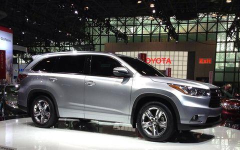 Slightly more chiseled exterior on the 2014 Toyota Highlander.