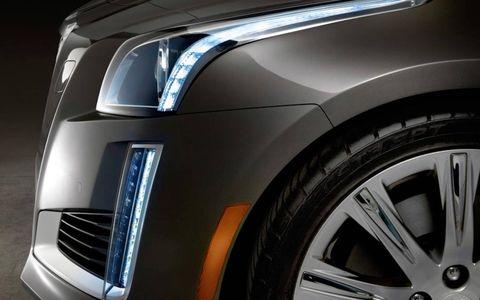 Automotive design, Automotive tire, Automotive lighting, Automotive exterior, Rim, Alloy wheel, Headlamp, Car, Automotive wheel system, Hood,
